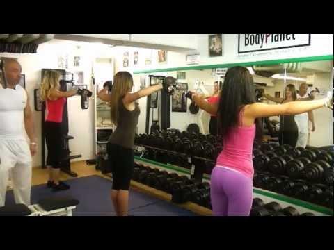 02 | Kurzhanteltraining Frauen | Seitheben | BodyPlanet